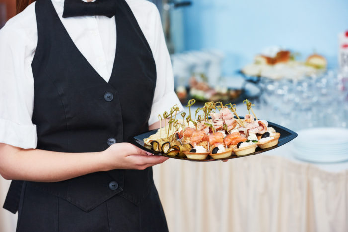 5 Essential Tips for Choosing the Right Caterer