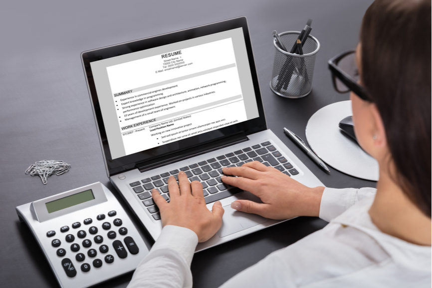 An ATS-compliant resume guarantees the use of an online resume build.